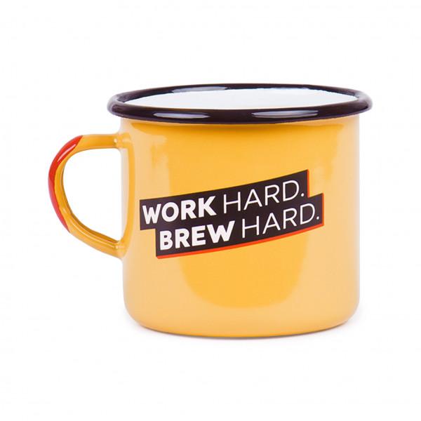 """Emaille Tasse """"Work hard, brew hard"""""""