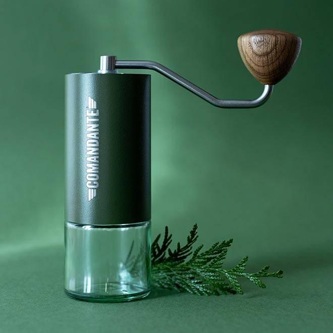 Kaffeem/ühle C40 MK3 Nitro Blade Burgundy Edelstahl von COMANDANTE